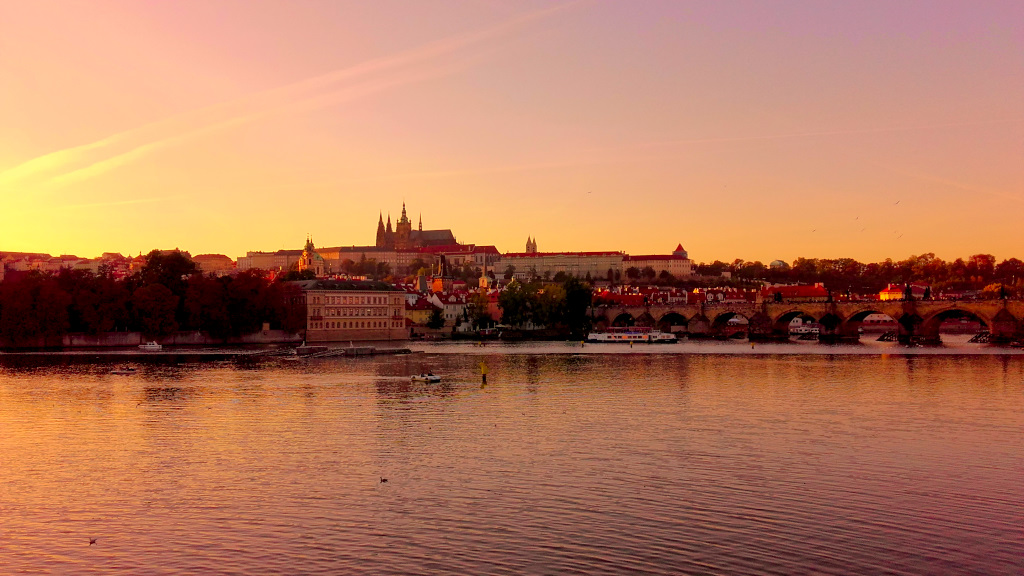 Weekend w Pradze wycieczka Praga Praha AngelLovesDreams Wełtawa zachód słońca hradczany